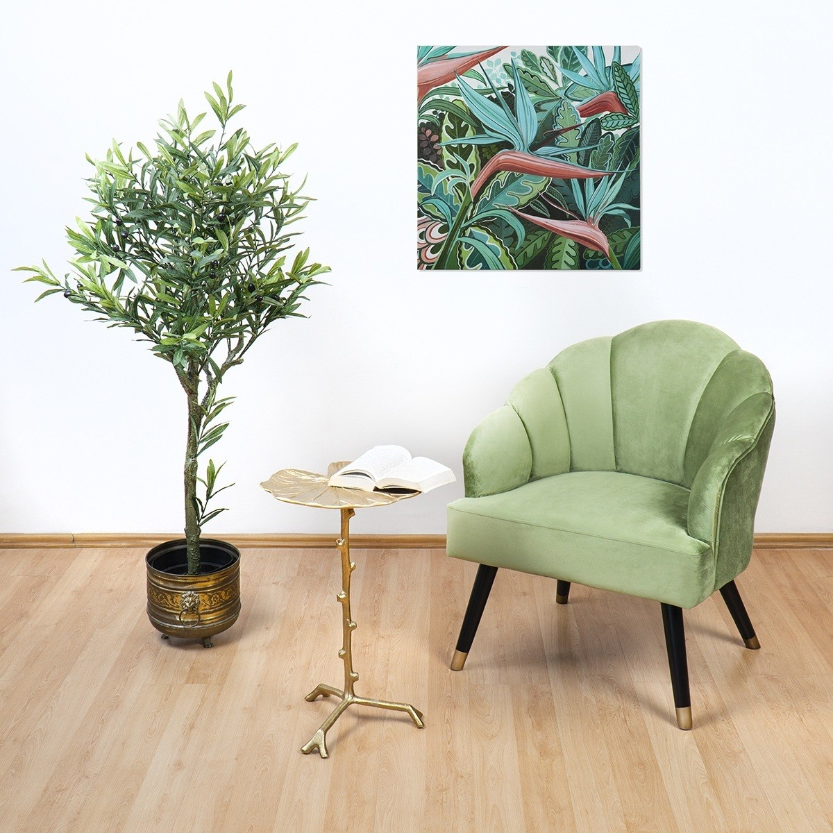Zöld kanapé, kisasztal könyvvel